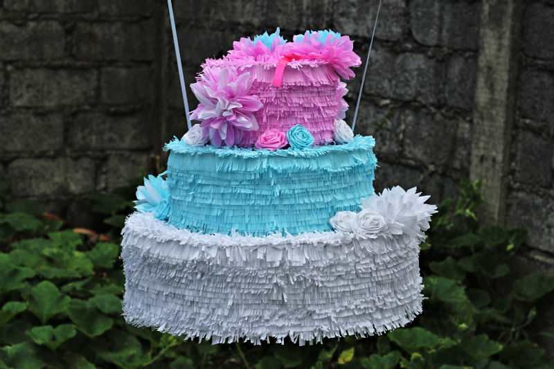 Pastel Wedding Cake Pinata