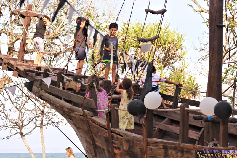 Pirate-Party-Kids-on-Boat-